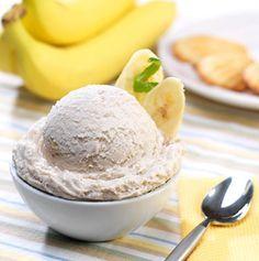 Dieses köstliche Bananeneis ist in der Eismaschine oder im Gefrierfach ganz einfach herzustellen.