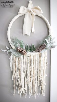 Boho style 226094843776970037 - This DIY winter wreath is an easy way to add a touch of Winter beauty to your home! The Boho style of this winter wreath is so fun and different. Source by realitydaydream Diy Gifts For Christmas, Christmas Wreaths, Christmas Decorations, Winter Wreaths, Diy Christmas Home Decor, Modern Christmas Trees, Christmas Landscape, Prim Christmas, Spring Wreaths