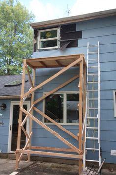 Wooden Scaffolding, Rain Garden, Garage Workshop, House Painting, Pallets, Ideas Para, Diy And Crafts, Exterior, Tools
