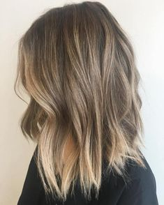 Balayage is the hottest dyeing technique right now. Check the chicest variants o… Balayage is the hottest dyeing technique right now. Check the chicest variants of balayage highlights and find out why you should give them a try too! Dark Blonde Balayage, Balayage Lob, Brown Blonde Hair, Hair Color Balayage, Subtle Balayage, Balayage Highlights, Caramel Highlights, Baylage Blonde, Shoulder Length Hair Balayage