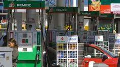 Image copyright                  AFP                                                                          Image caption                                      Al menos una decena de los 32 estados del país registraron situaciones de desabastecimiento de combustible en los últimos días.                                México cierra el año hablando de gasoli