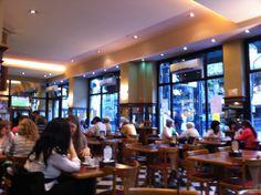 """Cita de lanación.com: En este café que Julio Cortázar menciona en """"Los Premios"""", lo primero que se percibe es la agitación de la city porteña. Bullicio, adentro y afuera. Sobran los dedos de una mano para contar los hombres que no llevan traje. Los espejos, las columnas, las carpinterías metálicas y los retratos del autor de """"Rayuela""""  http://www.lanacion.com.ar/746414-los-53-notables"""