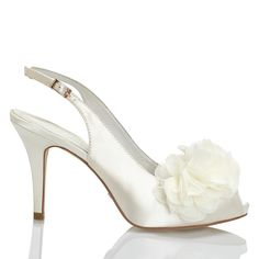 Zapato de novia en satín con flor de Menbur (ref. 5437) Satin with flower bridal shoes by Menbur (ref. 5437)