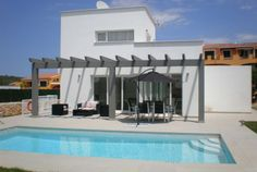 Moderne Villa die komfort und Ruhe bietet, mit privatem Pool und sonniger Terrasse