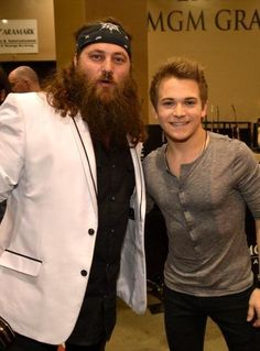 Hunter Hayes and Willie << HUNTER AND WILLIE. TWO OF MY FAV COUNTRY GUYS EVERRRRR IN ONE PICTURW ERMAHGERD EJAKXM WHAT