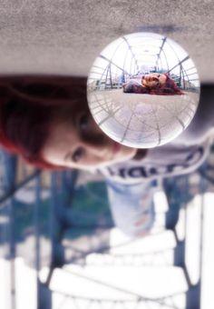 03-glass-ball_COOPH_finalshot Reflection Photography, Photoshop Photography, Camera Photography, Photography Business, Digital Photography, Photography Hacks, Photography Lessons, Photography Projects, Photography Tutorials