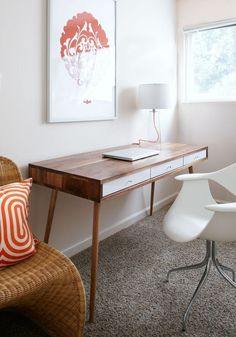 Amazing 36 Elegant Mid-Century Desks To Get Inspired : Amazing 36 Elegant Mid Century Desks With White Wall And Wooden Desk And White Chair ...