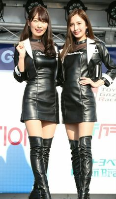 Asian promo girls in leather dresses and OTK boots Grid Girls, Sexy Rock, Promo Girls, Botas Sexy, Mini Vestidos, Sexy Latex, Latex Fashion, Steampunk Fashion, Gothic Fashion