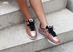 Nike Wmns Classic Cortez Leather (Metallic Red Bronze / Metallic Red Bronze - Black) | asphaltgold
