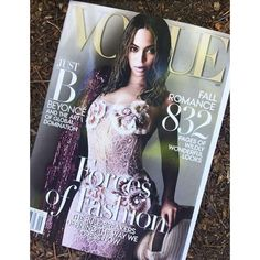 The first picture has surfaced. It's here!! Queen #Beyonce covers the September issue of #Vogue wearing #MarcJacobs