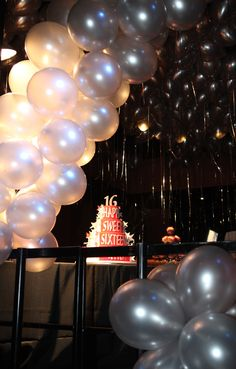 Balloon Decor by Balloon Saloon in NYC. B Lee Events NYC Party and Event Planners.