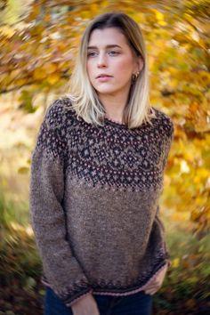 Fair Isle Knitting Patterns, Sweater Knitting Patterns, Knitting Designs, Icelandic Sweaters, Wool Sweaters, Norwegian Clothing, Norwegian Knitting, Knitting Gauge, Rose Sweater