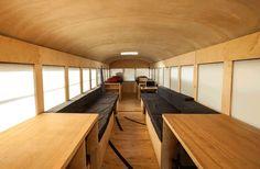 zelfgemaakte camper van oude schoolbus