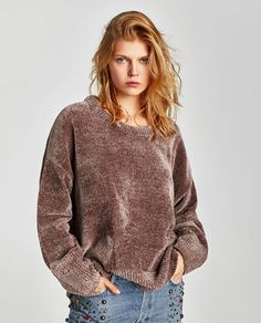 Want to learn how to tuck your shirt like a street style pro? Keep reading for our must-know tips. Zara, Fresh Outfits, Chenille, Knitting Designs, Knitting Patterns, Casual T Shirts, Pulls, Passion For Fashion, Knitwear
