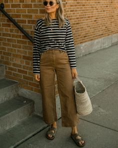 Birkenstock Outfit, Clogs Outfit, Mode Outfits, Casual Outfits, Mode Ootd, Mode Inspiration, Look Fashion, Spring Outfits, Spring Dresses