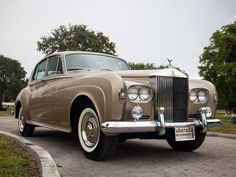 Bentley Rolls Royce, Rolls Royce Cars, Classic Cars British, Old Classic Cars, Classic Rolls Royce, Rolls Royce Silver Cloud, Pontiac Tempest, Luxury Car Dealership, Best Muscle Cars