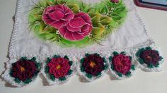 Toalha de louça rosas com barrado em flor  de  crochê...  https://www.facebook.com/catiartesnapk2014