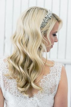 A Luminous Waves Tutorial for your wedding hairstyle on your wedding day gives step by step instructions for a relaxed, glam bridal hair look.
