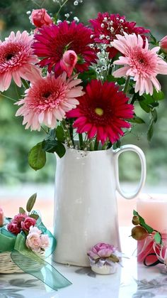 Love the gerberas. Flowers Gif, Flowers For You, Happy Flowers, Exotic Flowers, Faux Flowers, Pretty Flowers, Faux Flower Arrangements, Flower Centerpieces, Flower Decorations