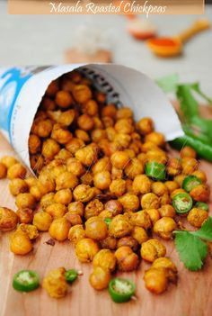 Oven-Roasted Chickpeas Spiced up baked chickpeas with cayenne pepper and garam masala. Guilt free and totally addictive.Spiced up baked chickpeas with cayenne pepper and garam masala. Guilt free and totally addictive. Chickpea Snacks, Chickpea Recipes, Healthy Snacks, Vegetarian Recipes, Snack Recipes, Healthy Eating, Cooking Recipes, Healthy Recipes, Chickpea Salad
