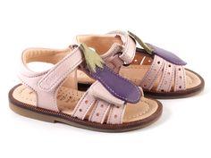 Schattig sandaaltje van het kinderschoenen merk Ocra uit soepel kwaliteitsleder. Voorgevormd voetbed. Om op te eten!