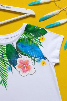 Hand painted Floral T-shirt with: Jungle. Size M is ready to image 3 Hand Painted Shoes, Painted Clothes, T Shirt Painting, Fabric Painting, Diy St Patricks Day Shirt, Paint Shirts, Hand Embroidery Dress, Bead Loom Patterns, Loom Beading