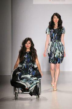o estilista italiano Antonio Urzi, que já vestiu celebridades como Lady Gaga e Beyoncé, revolucionou a Semana de Moda de Milão ao apresentar a primeira coleção de Alta-costura para deficientes.