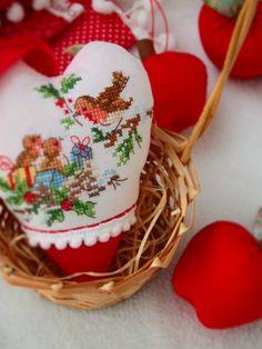 La magie de Noel  / Veronique Enginger / cross stitch / bird /  Christmas t/ apples /