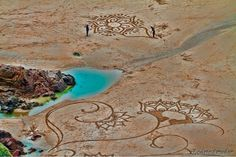 Elaborated Sand Paintings of Andres Amador, Arts That Goes Out With The Tide