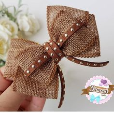 Ribbon Bows: 100 Inspirations and Tutorials to Pump Up Your Production! Making Hair Bows, Diy Hair Bows, Diy Bow, Diy Ribbon, Ribbon Hair, Ribbon Bows, Felt Hair Accessories, Hair Bow Tutorial, Bow Design