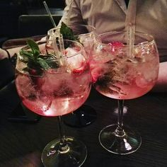 Gin you say? We have a whole night dedicated to the best gin cocktails in town. See you from 10 pm in The Mint Bar! Cocktails Vodka, Alcoholic Drinks, Beverages, Fancy Drinks, Summer Drinks, Cocktail Pink, Mint Bar, Getting Drunk, Aesthetic Food