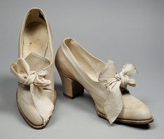Pair of women's oxford shoes, leather and cotton canvas with leather soles, 1906-10, American.