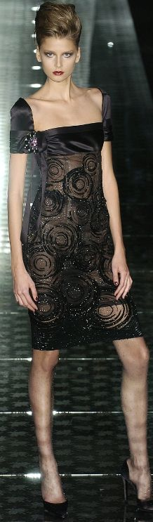 Valentino. WOW BUT ONLY IN MY DREAMS AS I CANT AFFORD SUCH AN ELEGANT DRESS!! Gorgeous!