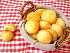 Pão de queijo é patrimônio brasileiro ao lado da caipirinha e da coxinha. O problema é que é super calórico e, para quem está de dieta, acaba sendo proibido. Mas esta versão, sem ovo e sem óleo, ac…