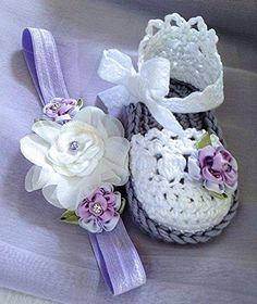 Baby Girl Booties Easter Lavender Booties por TippyToesBabyDesigns