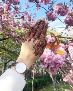 Top Easy, Simple and Latest Henna Arabic Mehndi Designs - Sensod - Create. Modern Henna Designs, Henna Art Designs, Indian Mehndi Designs, Mehndi Designs For Girls, Mehndi Designs For Beginners, Stylish Mehndi Designs, Bridal Henna Designs, Mehndi Design Photos, Mehndi Designs For Fingers