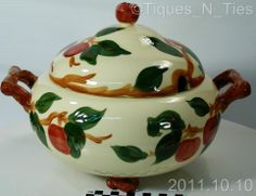 Great deals from tiques n ties Apple Usa, Red Apple, Apple Tree, Franciscan Ware, Apple Kitchen Decor, Fine China Dinnerware, Apple Painting, Apple Soup, Vintage Dishes