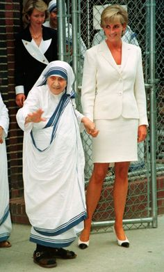 Princess Diana and Mother Teresa meeting up supposedly to discuss how they can help the poorest of the poor. Diana & Mother Teresa had a fascinating yet wonderful relationship with each other.
