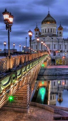 Moscow Bridge and Cathedral of Christ The Saviour, Moscow, Russia .  Храм Христа Спасителя и Патриарший мост.