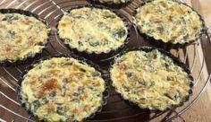 Die kleinen Tartes aus einer Mischung von Ei, Käse und Gemüse haben es in sich und schmecken super lecker. Unser Favorit für jede Party.