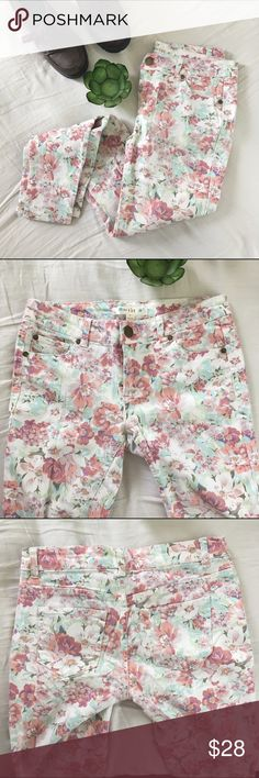 "Floral Skinny Jeans GENTLY USED/LIKE NEW CONDITION A pretty floral print adds romantic style to a pair of slim, stretchy skinny jeans//Zip fly with button closure//Five-pocket style//Cotton and spandex//machine wash//Narrow through the thigh//Snug fit; will stretch with wear//Soft floral print skinny jeans//Pockets on front and back//Belt loops//SUPER CUTE WITH NO IMPERFECTIONS//measurement at hips @ 32""//inseam @ 29"" love. Fire Pants Skinny"