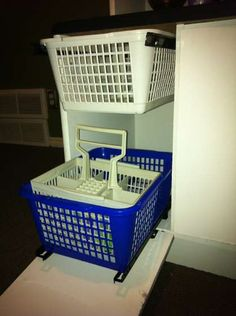 Love the dishwasher in this DIY play kitchen