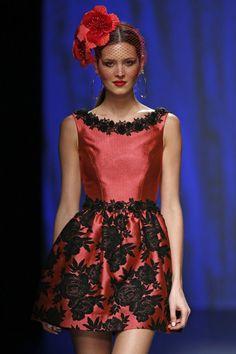 ANA TORRES mini-vestido-de-fiesta-en-color-frambuesa-y-bordados-en-guip-92897.jpg (600×900)