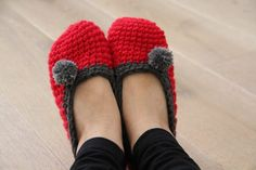 Návod na háčkované papuče - Prošikulky.cz Crochet Shoes, Knit Crochet, Crochet Projects, Projects To Try, Art Projects, Slippers, Knitting, Crafts, Clothes