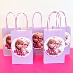Disney Frozen party favor bags. Bags with a sticker on them