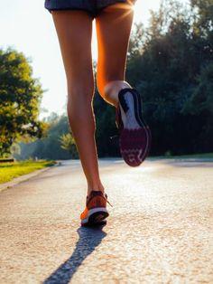 Ihr wollt endlich mit dem Laufen anfangen? Dann solltet ihr euch unbedingt richtig vorbereiten. Die besten Experten-Tipps findet ihr hier!