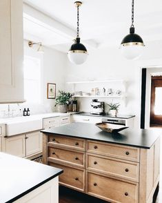 Kitchen Interior Design Be Mine: 10 Kitchens We LOVEBECKI OWENS - These 10 kitchens have our heart! We're loving these cabinet colors, statement lights, warm rugs, rustic styling details and pretty hardware. Take a peek! Kitchen Remodel, Kitchen Decor, Interior Design Kitchen, New Kitchen, Kitchen Dining Room, Kitchen Dining, Home Kitchens, Kitchen Renovation, Kitchen Design
