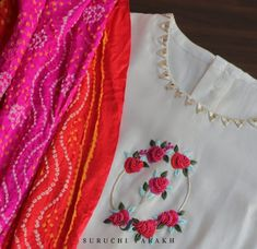 Bandhani silk dupatta paired with sophasticated white suit adorned with delicate thread work and mirror work. Perfect as an occasion wear for the summer weddings . Visit our Flagship Store at For further details DM us or Whatsapp us on 95371 65033 . Stylish Dress Designs, Dress Neck Designs, Stylish Dresses, Blouse Designs, Embroidery Suits, Embroidery Fashion, Hand Embroidery, Abstract Embroidery, Embroidery Designs