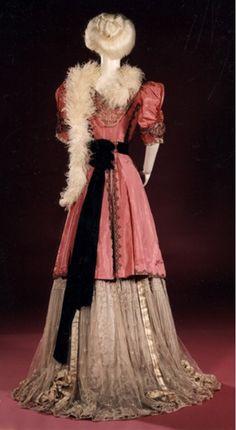 Dress by Jeanne Hallée 1901-1910