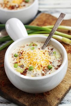 Craving a great bacon cheeseburger soup recipe? Look no further than this Creamy Cheeseburger Soup. This delicious and easy cheeseburger soup takes all the flavors of your favorite cheeseburger and puts in them together in a bowl.